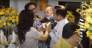 Quay phim thôi nôi cho bé Bảo Tú, con của ông chủ dệt may Thái Tuấn