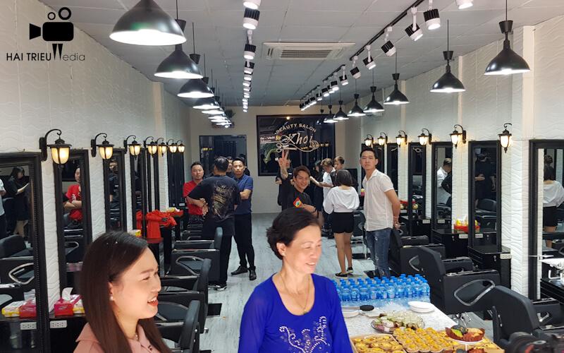 Quay phim chụp hình quảng cáo giới thiệu cửa hàng salon tóc cây kéo vàng Khoi