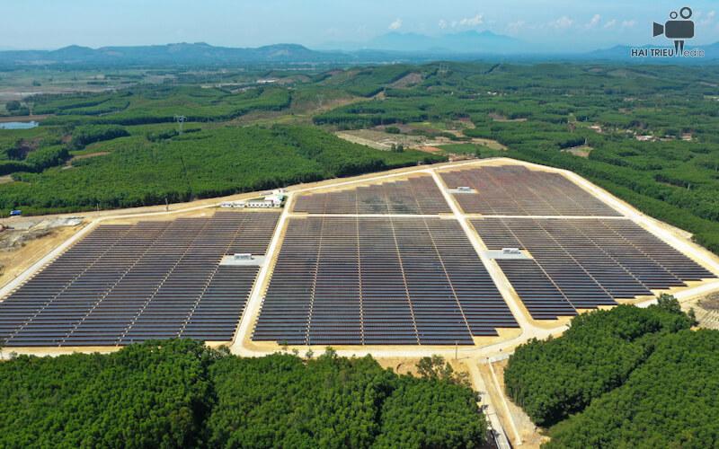 Tấm PV chuyển đổi trực tiếp ánh sáng mặt trời thành năng lượng điện