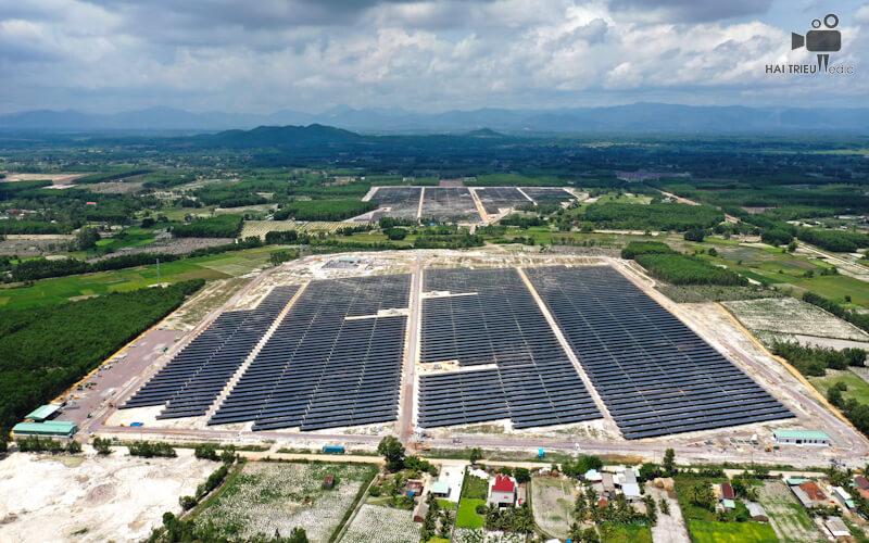 Dịch vụ chụp hình bằng flycam sự kiện khánh thành nhà máy điện mặt trời Bình Nguyên ở Quảng Ngãi