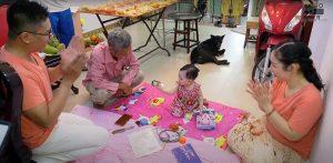 Đồ chơi nghề nghiệp cũng là một phần của buổi lễ để người lớn dự đoán về xu hướng nghề nghiệp của bé trong tương lai